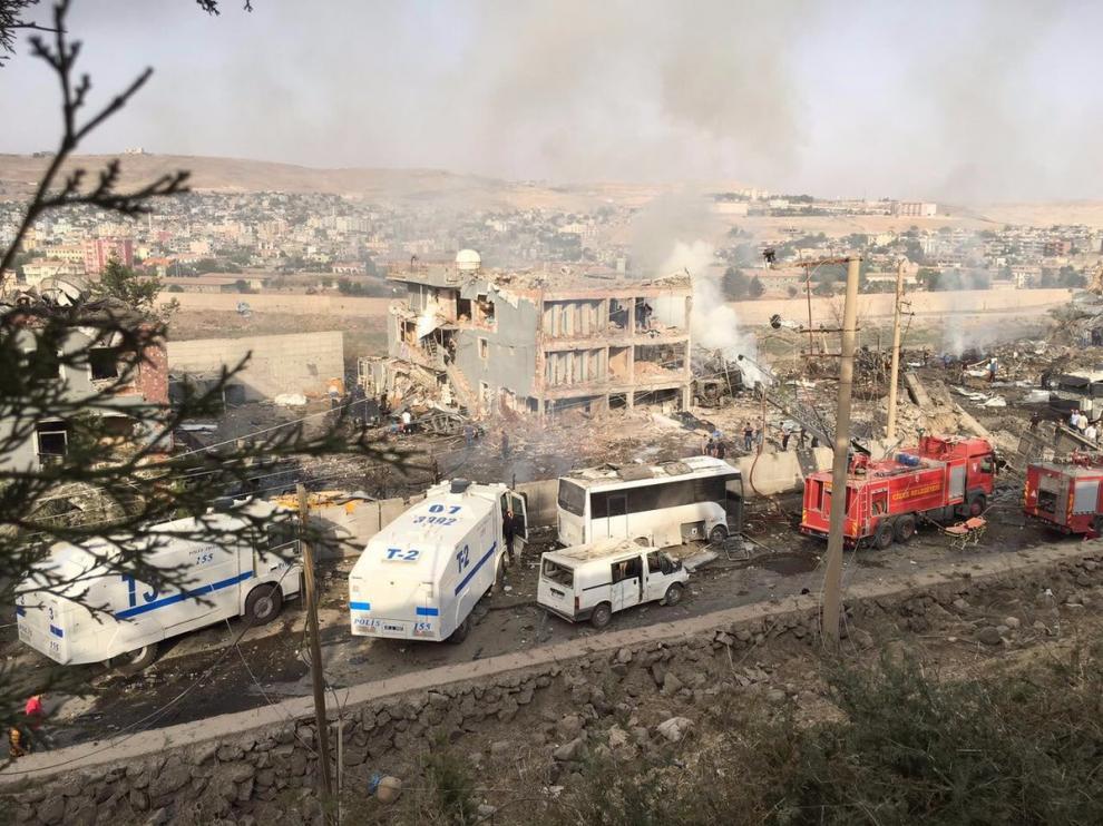 Al menos ocho muertos y 45 heridos en un atentado con camión bomba en Turquía.