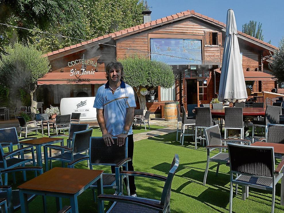 David Burillo es uno de los propietarios de La Junquera que ha invertido en una pantalla de led para la terraza 'lounge'.