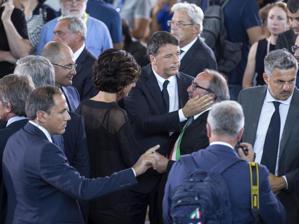 Mattarella y Renzi asisten a funeral por víctimas del terremoto en Italia