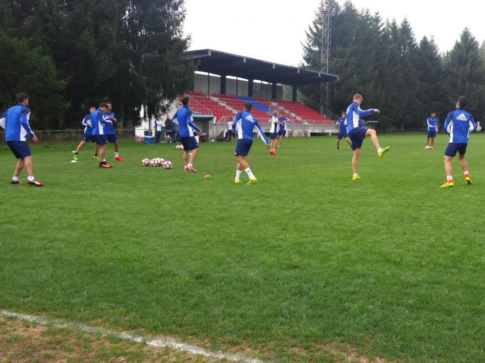 Suave entrenamiento del Real Zaragoza previo al patido ante el Lugo