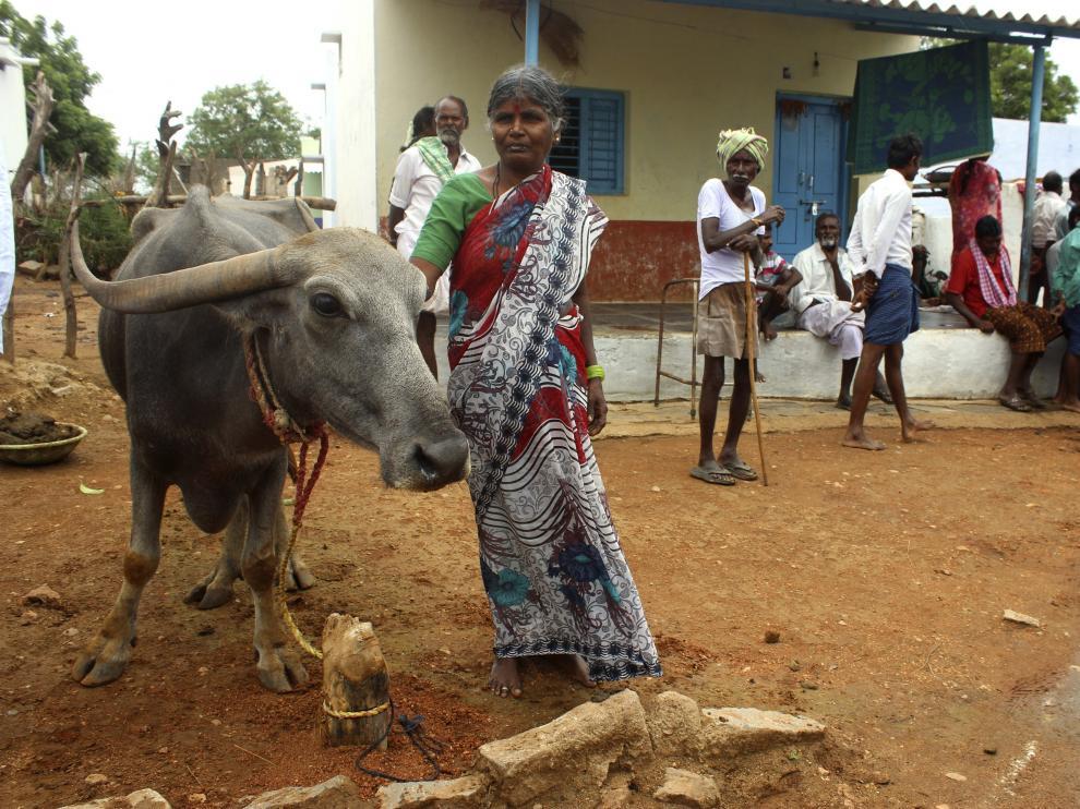 Foto archivo de mujeres en un pueblo de la India