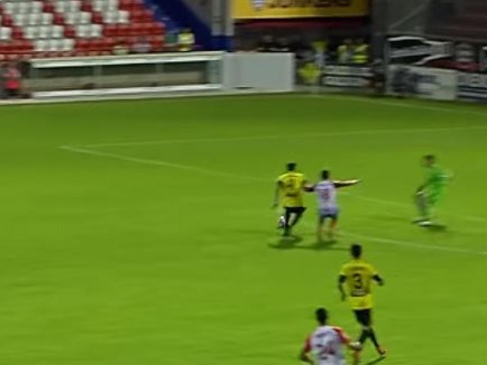 Captura de la imagen en la que se recoge el momento del grave error entre Cabrera e Irureta que regalaron el gol a Joselu, el 2-3 que generó la remontada del Lugo.