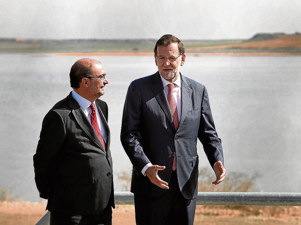 El único encuentro entre Lambán y Rajoy. Fue el 8 de octubre de 2015, en la inauguración del embalse de San Salvador.