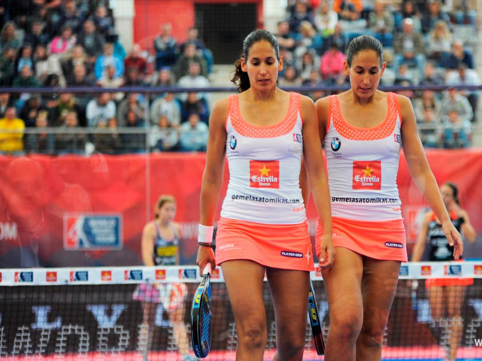 Las hermanas Alayeto, durante un partido