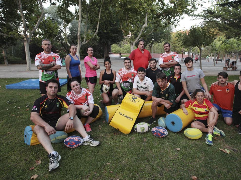 Jugadores del Club de Rugby Teruel, durante un entrenamiento.