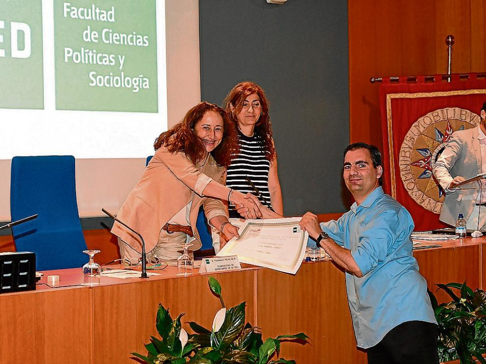 José Alberto Moreno, gerente de Carbon Shark, recibe el premio Capital Semilla otorgado por la  UNED.