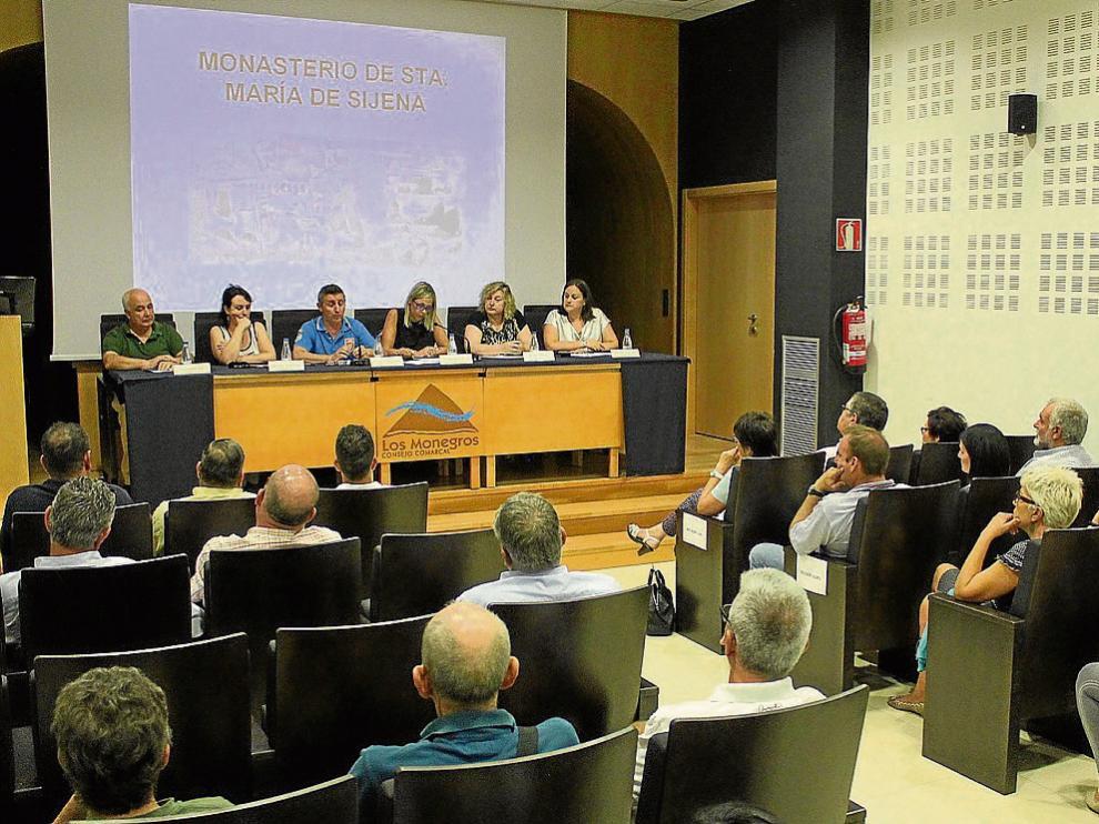 Alrededor de una treintena de personas participaron en la reunión informativa de ayer.