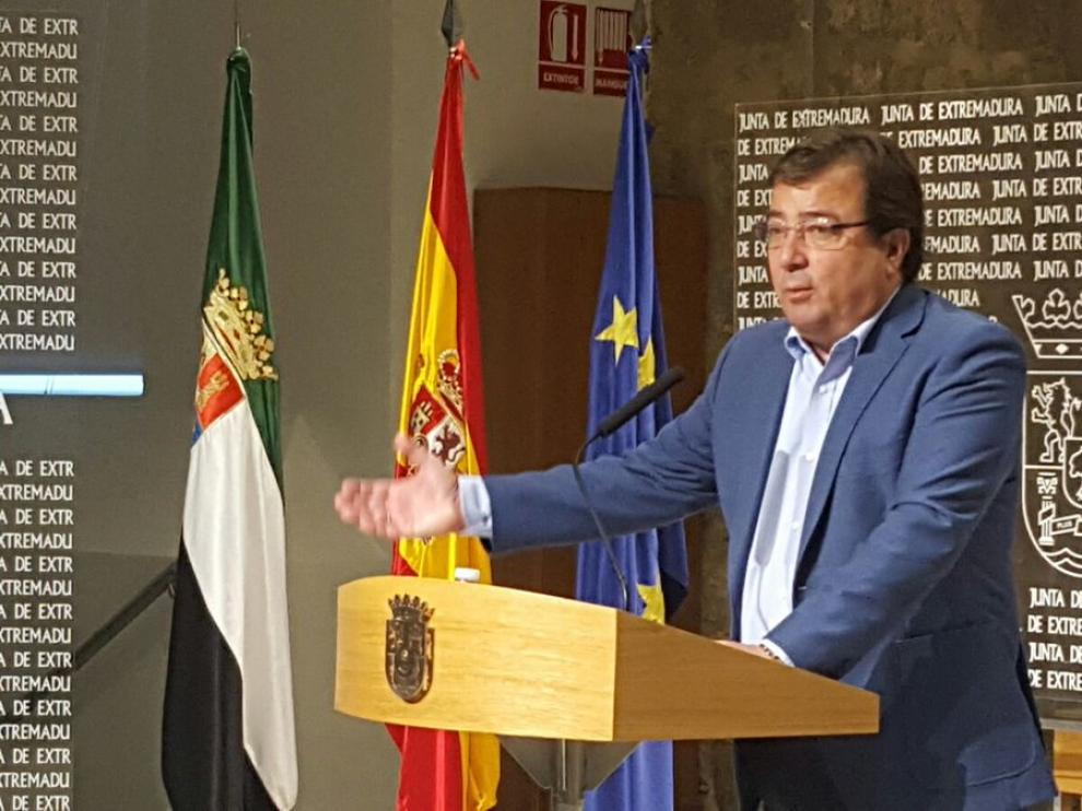 El líder de los socialistas extremeños y presidente de la Junta, Guillermo Fernández Vara, en rueda de prensa.