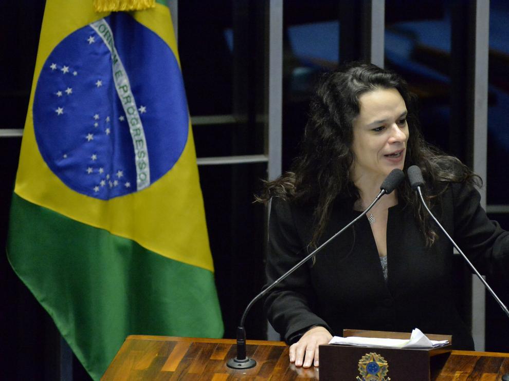 La abogada Janaina Paschoal durante su ponencia en el senado de Brasil este martes 30