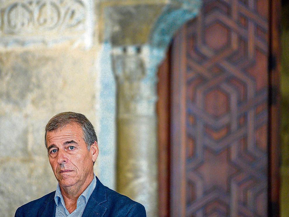 Antonio Cosculluela, ayer en el patio de Santa Isabel del palacio de la Aljafería.