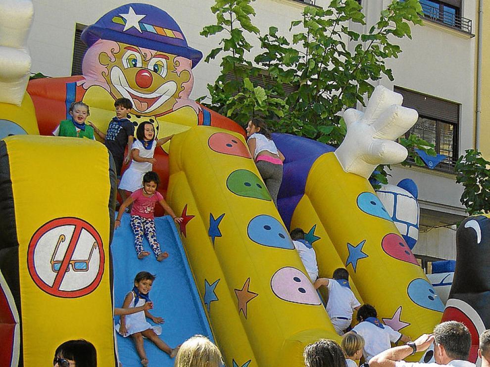 Los pequeños turiasonenses disfrutaron del parque infantil.