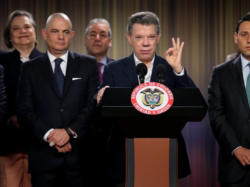 Juan Manuel Santos firma el acuerdo de la convocatoria para el plebiscito