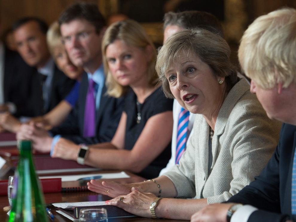 Theresa May durante la reunión de su gobierno en la residencia campestre de Chequers, Londres.