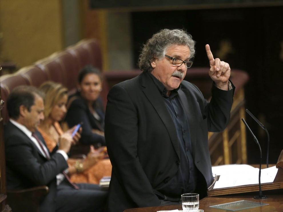 El portavoz de ERC, Joan Tardá, durante su intervención en la segunda sesión del debate de investidura del candidato del PP, Mariano Rajoy