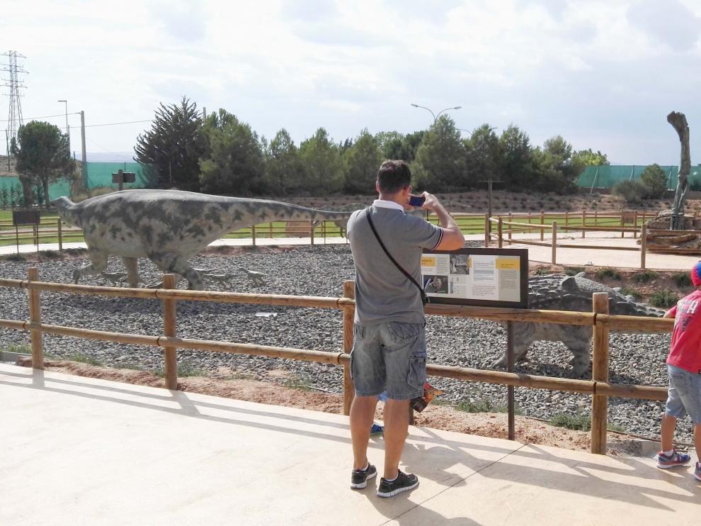 Zona temática de 'Tierra Magna' de Dinópolis Teruel.