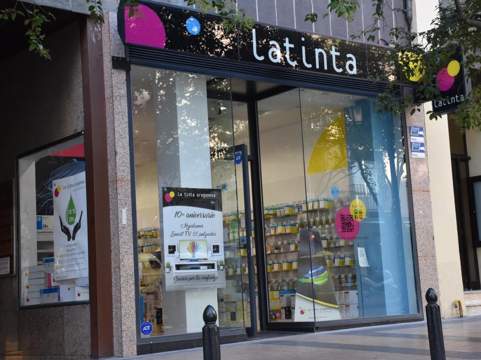 La Tinta Aragonesa lleva diez años vendiendo su propia marca de cartuchos.
