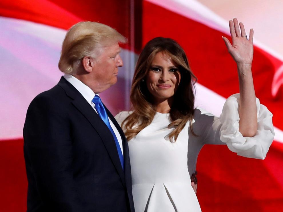 Melania Trump junto a su marido, Donald Trump, en un acto de campaña.