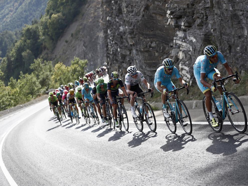La Vuelta repesca a 91 corredores que llegaron fuera de control