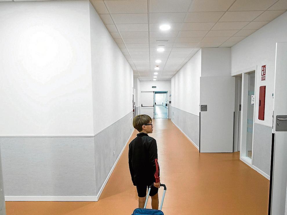 Un niño, en el comienzo del pasado curso, en el colegio Ánfora de Cuarte de Huerva.
