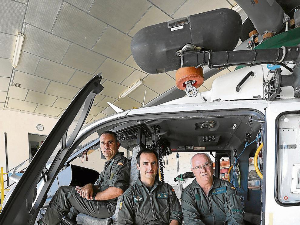 De izda a dcha, los pilotos Jesús Roselló y Alberto Rodríguez y el mecánico Joaquín Larrosa.