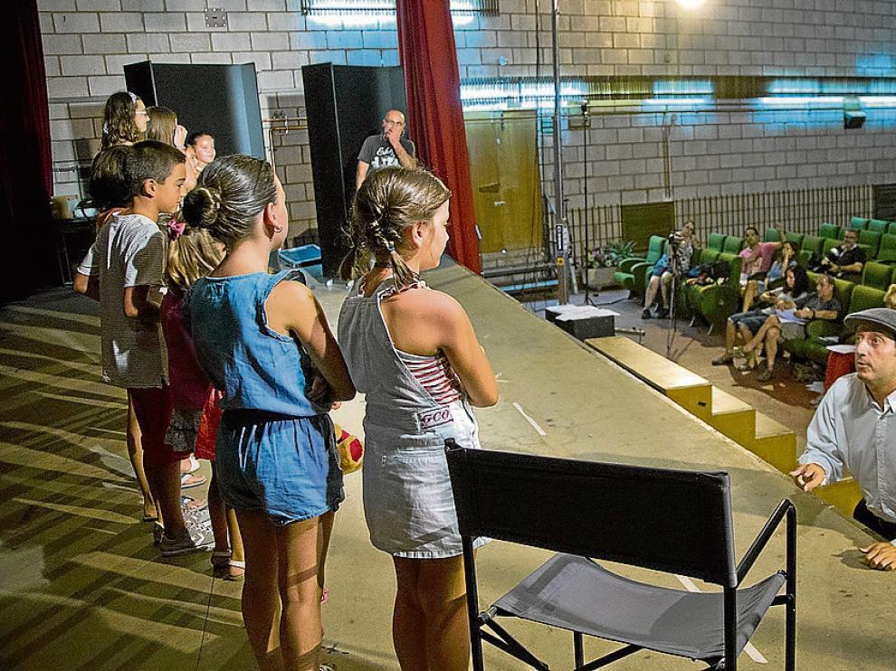 Los aspirantes a un papel en la recreación hicieron una prueba ayer en La Almunia.