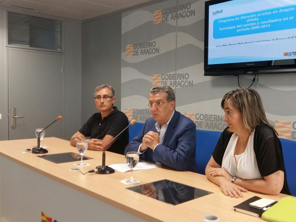 De izquierda a derecha, Javier Marta, Sebastián Celaya y María Bestué, en la presentación del balance del programa de atención al ictus en Aragón.