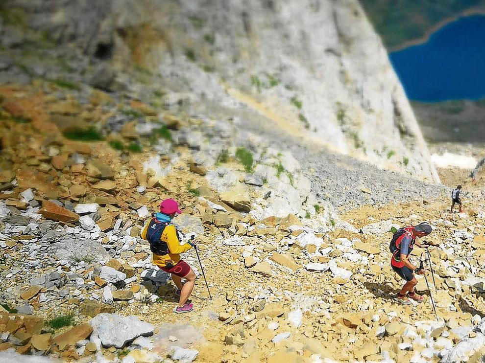 Los corredores de la prueba reina de la Canfranc-Canfranc tienen que atravesar siete valles y coronar trece picos.