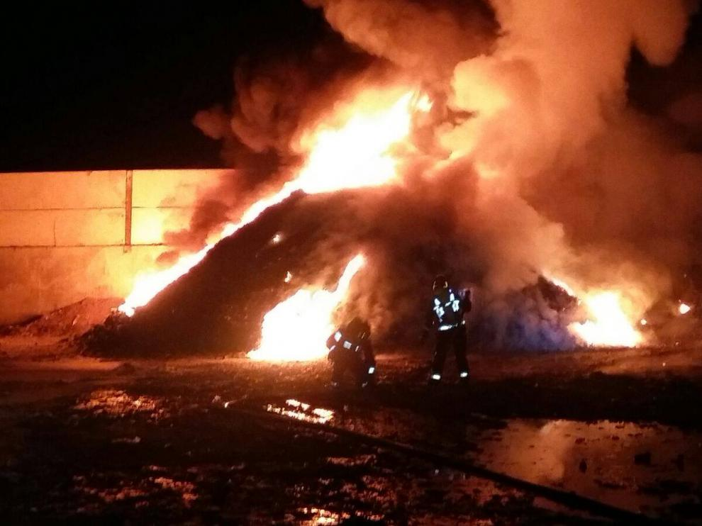 Incendio en una empresa de reciclaje de Calatayud