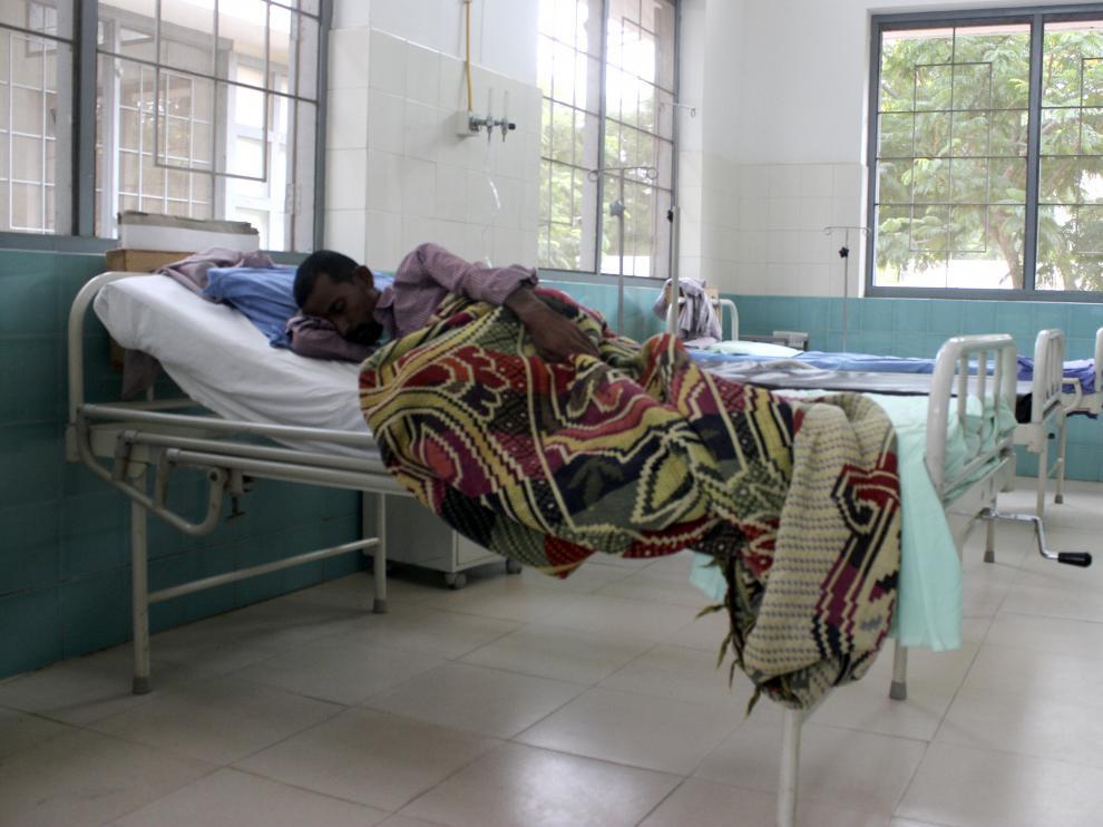 Un enfermo de tuberculosis en un hospital de la India.