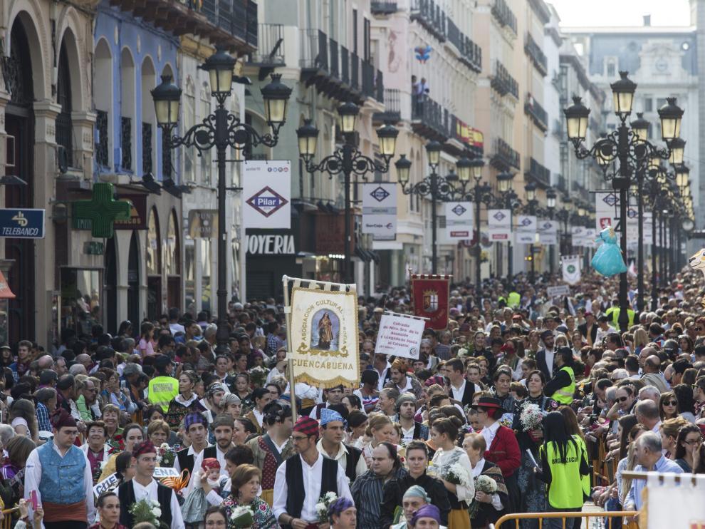 La Ofrenda, a su paso por la calle de Alfonso I.