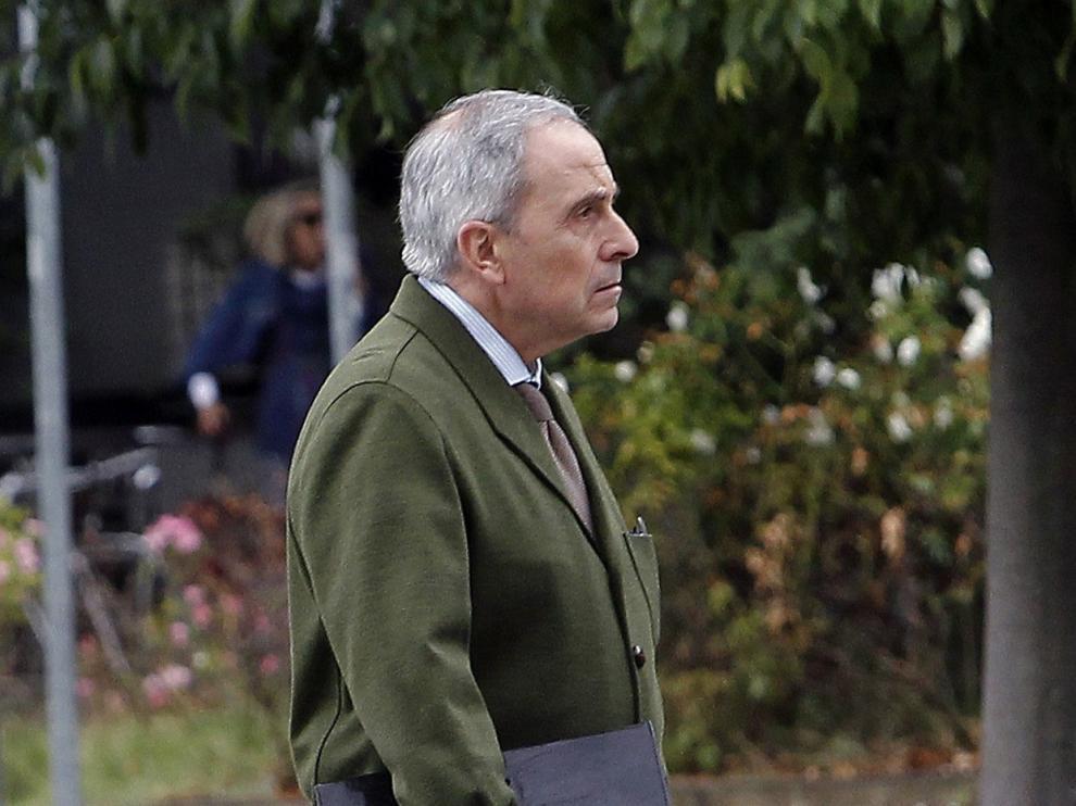 El abogado de la acusación, Carlos M Bacaicoa, a la entrada del Palacio de Justicia de Navarra