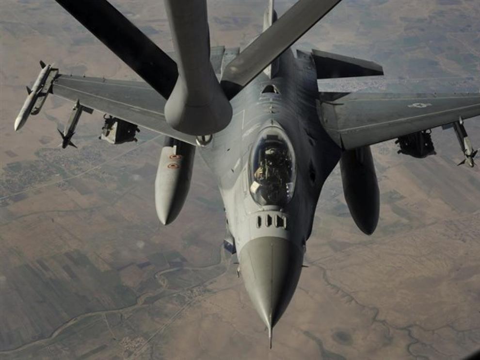 Un avión de combate de la coalición internacional contra el Estado Islámico