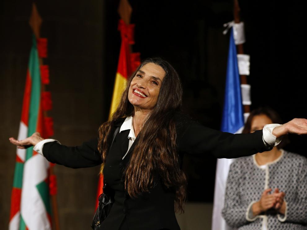 Ángela Molina celebra el galardón.