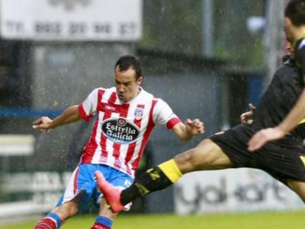 David López, con el Lugo, dispara a puerta en presencia de Willian José y Rico en el partido que disputó el Real Zaragoza en el Anxo Carro hace dos años (3-3, con dos goles del jugador lucense).