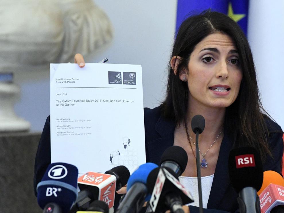 La alcaldesa de Roma, Virginia Raggi, considera que es irresponsable que la ciudad sea capital olímpica.