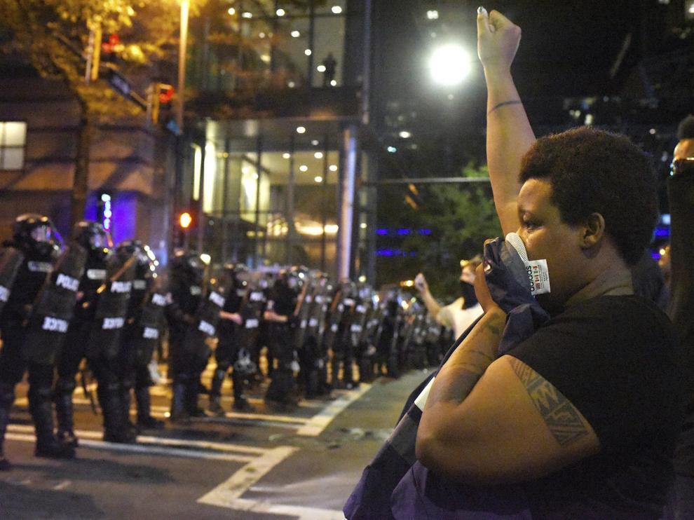 Noche de protestas en la ciudad estadounidense de Charlotte.