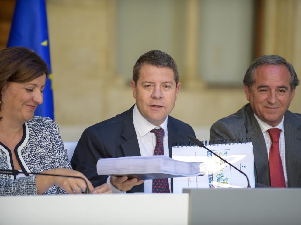 El presidente de Castilla-La Mancha, Emiliano García-Page (centro)