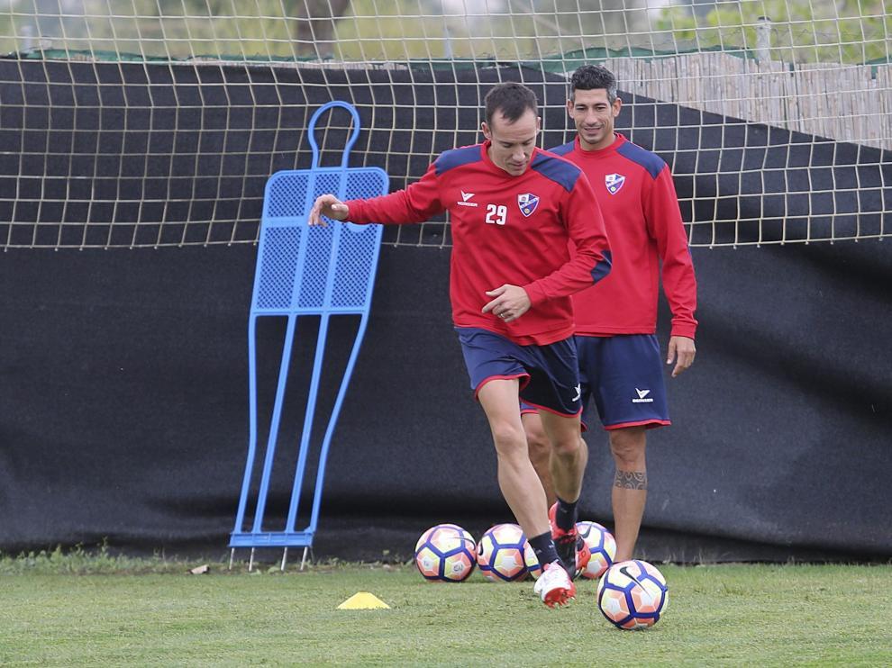 Entrenamiento de la SD Huesca, ayer.