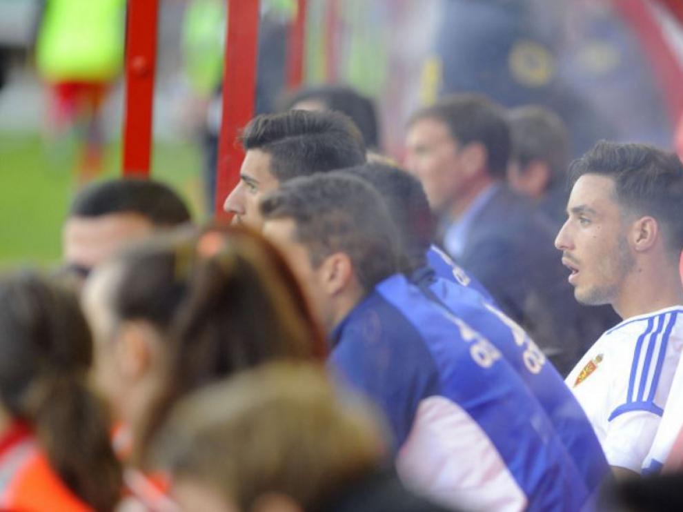 Isaac, con la mirada perdida y rostro de decepción, nada más ser sustituido por Fran el domingo en Soria durante el segundo tiempo ante el Numancia.