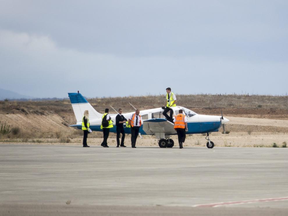 Cuatro alumnos y dos instructores, ayer en una avioneta de prácticas.