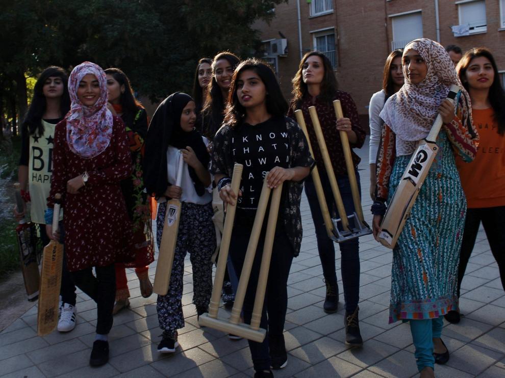 Doce chicas musulmanas crean el primer equipo críquet femenino de España