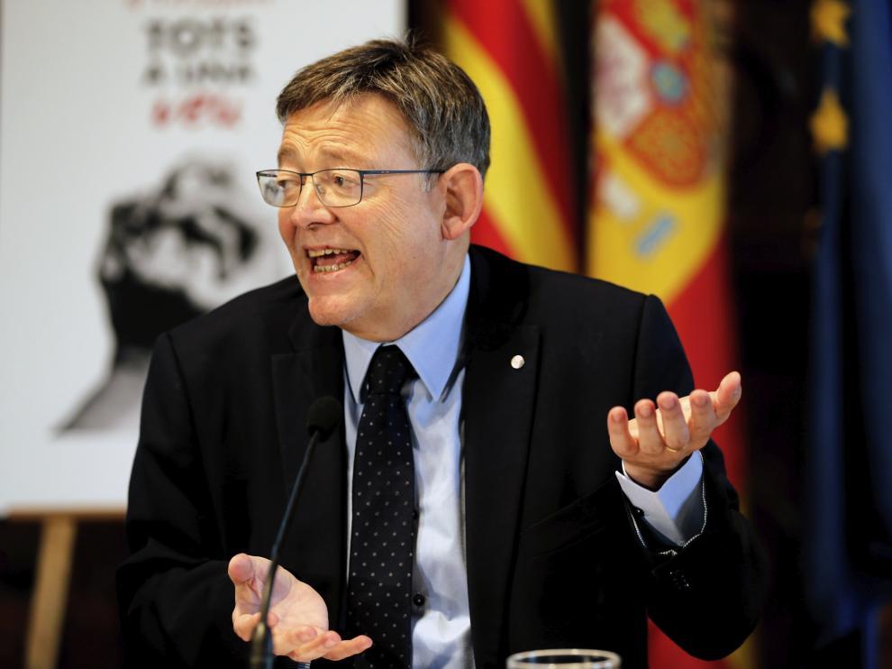El secretario general de los socialistas valencianos Ximo Puig durante un desayuno informativo