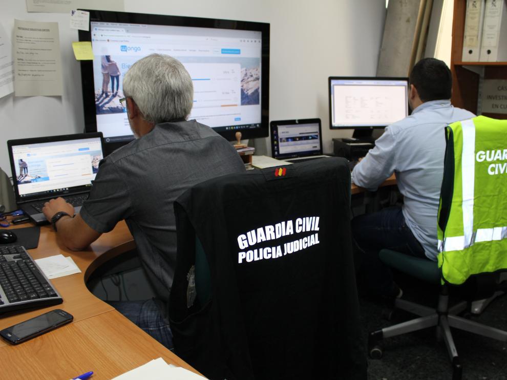 Miembros del Equipo de Investigación Tecnológica (EDITE) de la Guardia Civil de Zaragoza.
