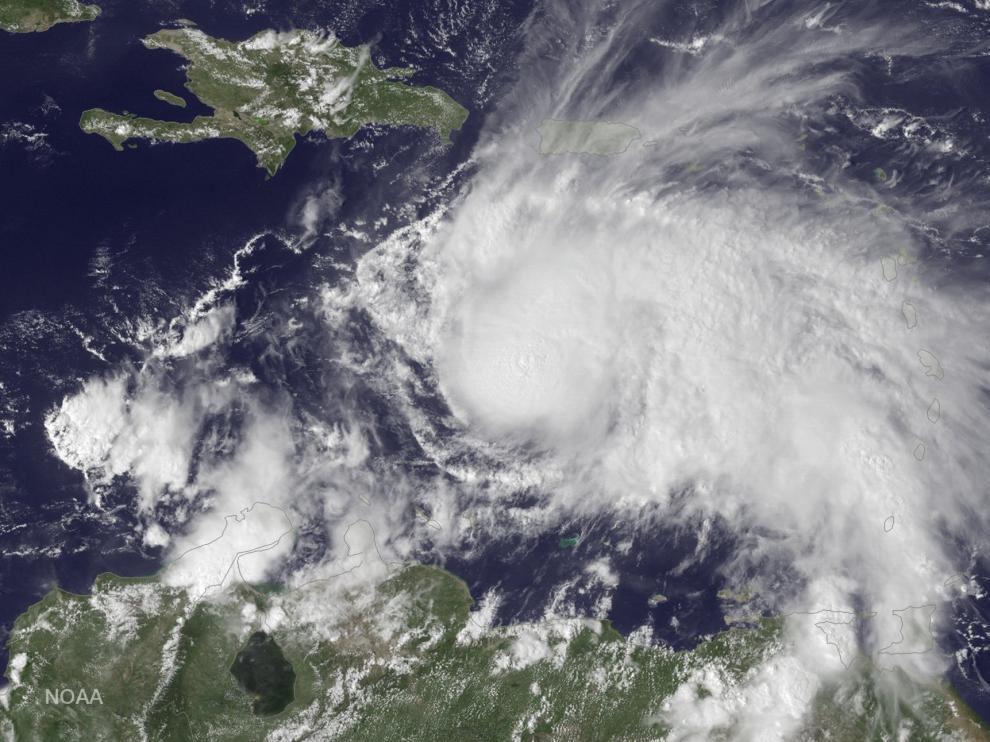 El huracán Matthew en su avance por el Caribe central