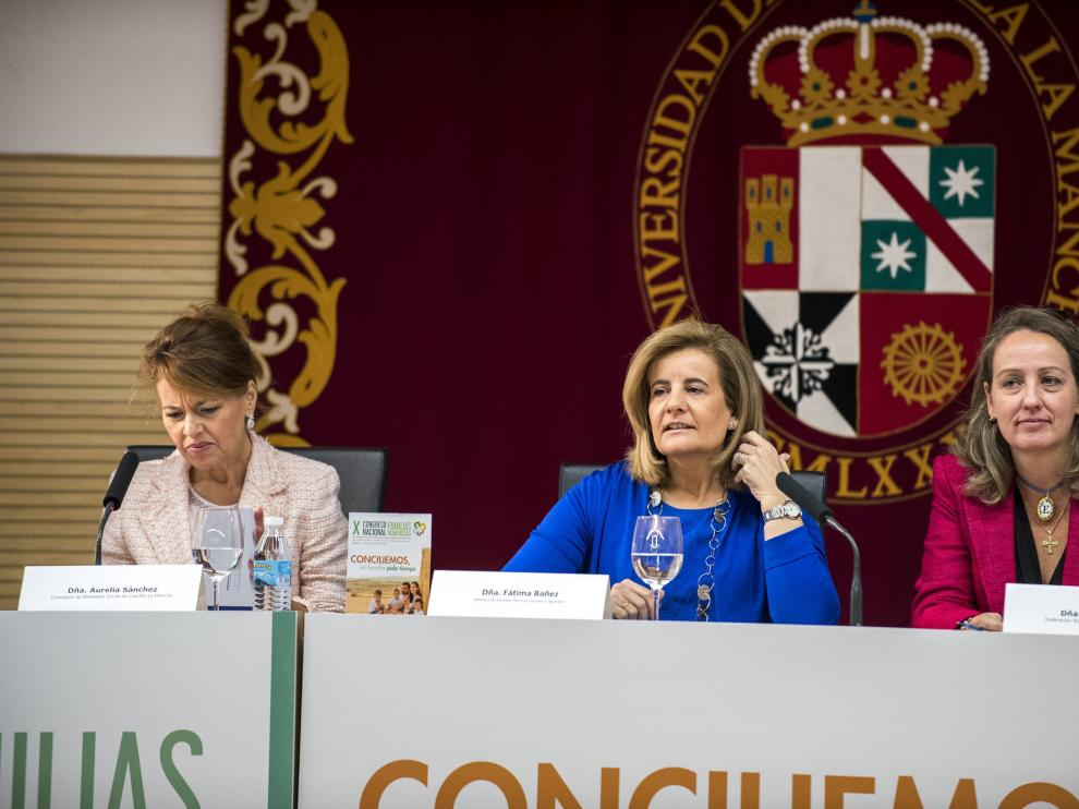 Fátima Báñez (centro) en el Congreso Nacional de Familias Numerosas