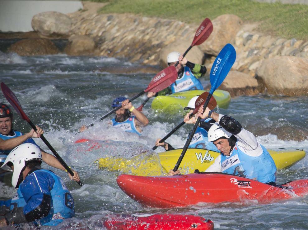 Duelo de kayaks en el Parque del Agua