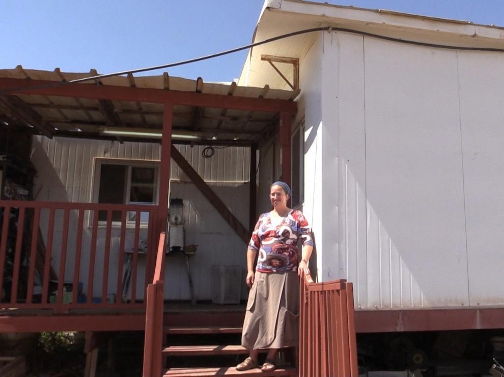 Una colona judía, en su casa en un asentamiento en Cisjordania.