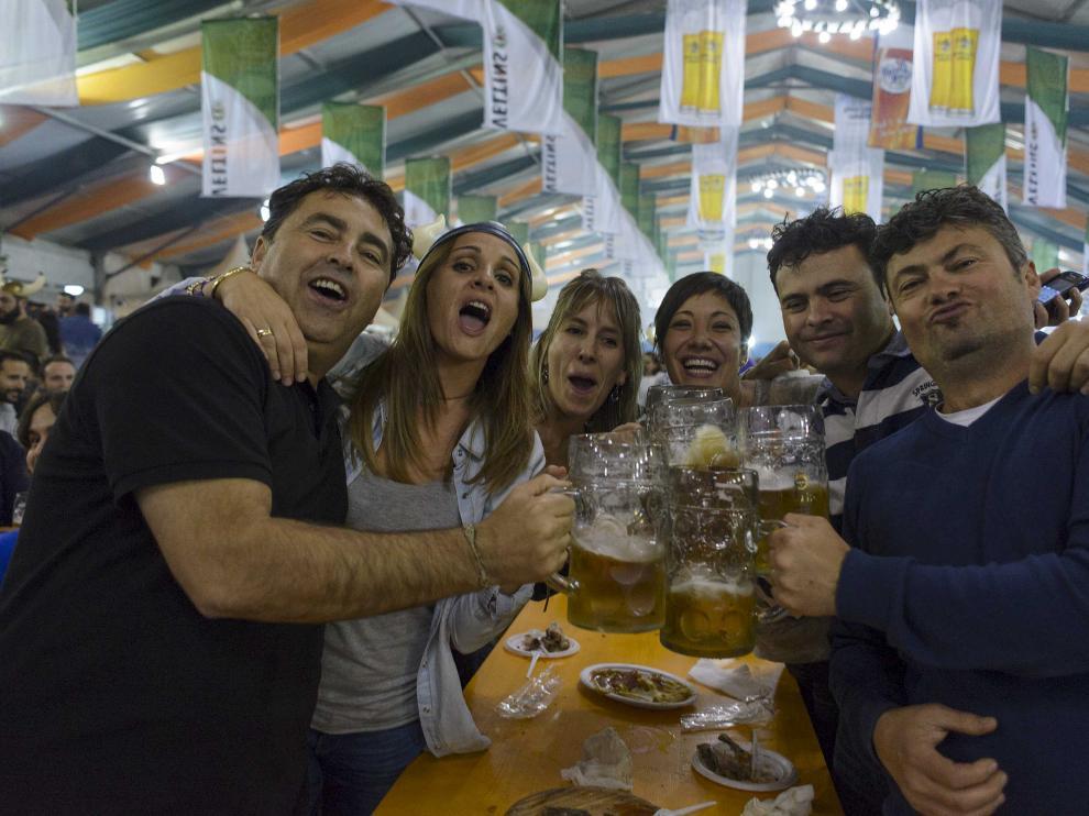 Disfrutando en la fiesta de la cerveza de las pasadas fiestas del Pilar.