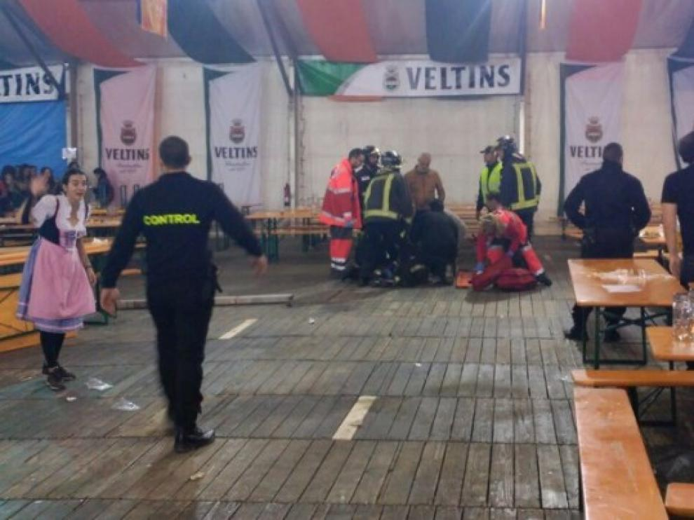 Desalojan la Fiesta de la Cerveza de Valdespartera tras caer una viga sobre una joven