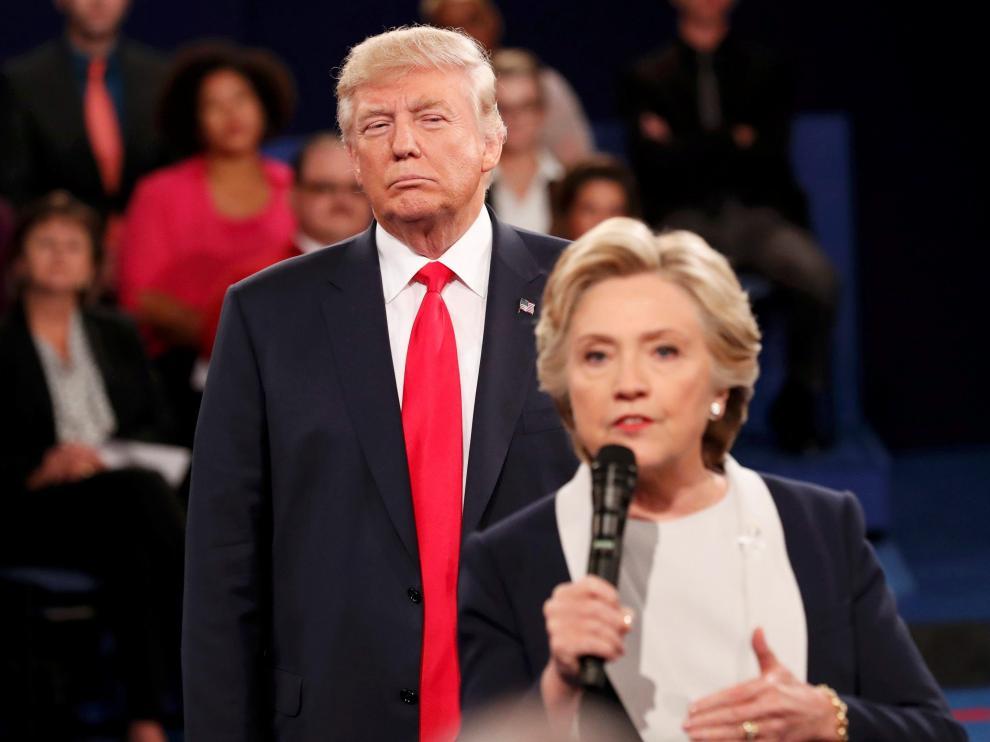 El debate arrancó con los candidatos negándose el saludo.